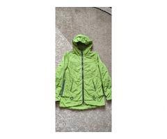 Куртка-ветровка для женщины