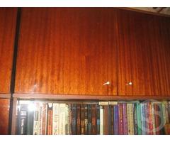 Шкаф для посуды и шкаф для книг - советских времен