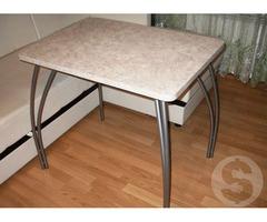 Элегантный кухонный стол