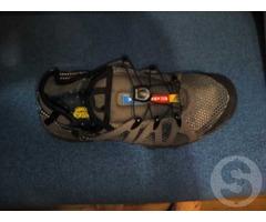 Продам мужские кроссовки editex