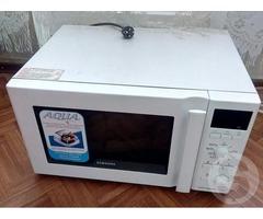 Продам СВЧ-печь Samsung CE 1350 R